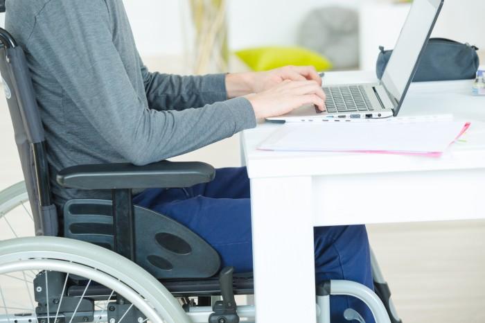Comment aménager un bureau dentreprise pour un travailleur handicapé?